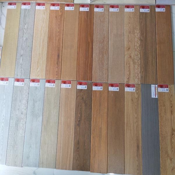 nhà gỗ nên lát gạch gì